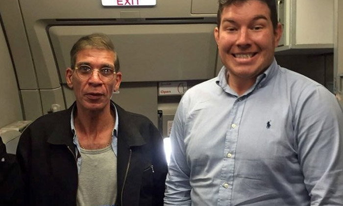 หนุ่มอังกฤษยังกล้า! ขอถ่ายรูปคู่สลัดอากาศ แม้ตกเป็นตัวประกันหลังเครื่องบินถูกจี้ โวเป็นรูปเซลฟี่ดีที