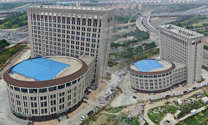 คนจีนต้องอึ้ง! ตึกมหาวิทยาลัยดัง สร้างยังไง..เหมือนชักโครก