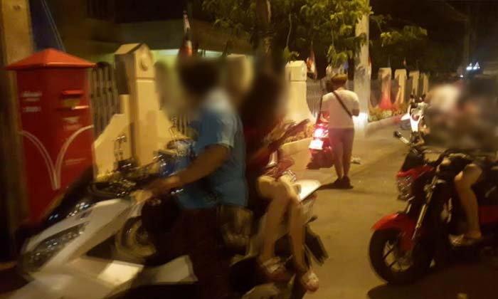 วัยรุ่นลุยกลางดึก บุกจับโปเกมอนทั่วเมืองราชบุรี