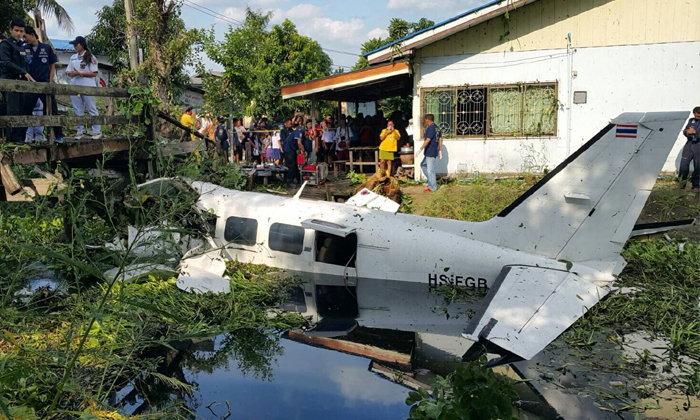 เครื่องบินเล็กตกคลองกลางชุมชน ย่านหนองจอก เสียชีวิต 1 ราย