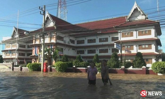 ประมวลภาพน้ำท่วม เมืองสุโขทัยยังวิกฤต แม่น้ำยมทะลัก