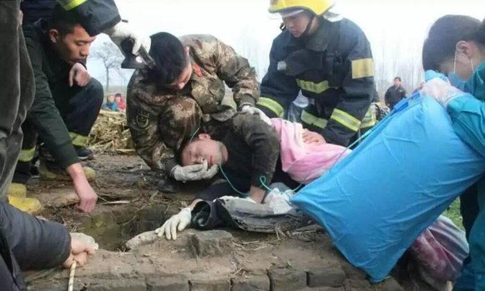ชื่นชม! เจ้าหน้าที่เร่งช่วยชีวิตหญิงตกบ่อลึก 20 ม. เหนื่อยจัดจนเป็นลม