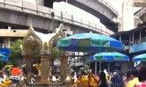 ศาลพระพรหมเช้านี้ชาวไทยและเทศมาสักการะแน่น