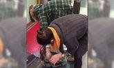 เหตุเกิดที่จีน คลิป 2 สาวยัดล็อบสเตอร์ตัวเป็นๆ เข้ากระเป๋า