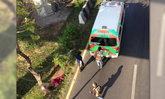 หนุ่มขับบิ๊กไบค์เสียหลัก พุ่งตกสะพานพระราม 2 เจ็บสาหัส