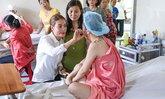 รู้จักนางฟ้าคนดังชาวเวียดนาม บริจาค 300 ล้านดงช่วยเหยื่อน้ำกรด