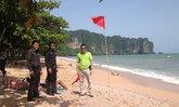 ปักธงแดงหลังนักเที่ยวจมน้ำตายหน้าหาดอ่าวนาง