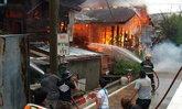 เพลิงไหม้ชุมชนวัดโมลีฯ บางกอกใหญ่ ไร้คนเจ็บ