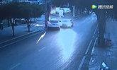 เกิดเหตุรถชน แต่คนขับไม่ยอมลงมาเจรจา สุดท้ายพบเมานั่งหลับคอพับ
