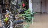 น้ำป่าหลากท่วมชุมชนจันทบุรี-ใช้เรือสัญจร