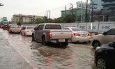 ฝนถล่มตลอดคืน น้ำท่วมสูงทั่วกรุงเทพฯ-ปริมณฑล