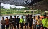 พล.อ.สุรยุทธ์ล่องเรือสำรวจแม่น้ำเพชรบุรี