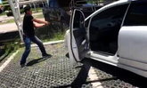 ชาวบ้านระทึก! ตำรวจยิงรถสกัดจับเอเย่นต์ยาเสพติดที่ห้าง