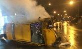 แท็กซี่ชนเสาไฟพลิกตะแคง ถ.หทัยราษฎร์