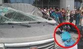 คนขับรถเสียชีวิตคาที่ หลังหนุ่มโดดตึกหวังฆ่าตัวตายร่างกระแทกใส่รถ