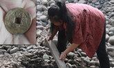 คนจีนแห่ขุดทั้งวันทั้งคืน หาเหรียญกษาปณ์โบราณที่ซ่อนอยู่