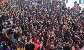 แน่นขนัด พ่อแม่จีนกว่า 6,000 คน เดินทางรับลูกกลับบ้านฉลองตรุษจีน