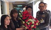 น.1รับดอกไม้จากครอบครัวทอมคดีอุ้มฆ่า