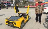 คุณปู่จีนสุดเจ๋ง สร้างรถมินิซุปเปอร์คาร์ ขับส่งหลานไปโรงเรียน