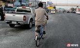 คุณครูผู้ทุ่มเท ปั่นจักรยานไปกลับ 16 กม.ไปสอนนักเรียน