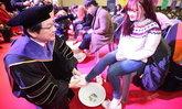 อาจารย์มหาวิทยาลัยในเกาหลีล้างเท้าให้นศ.ใหม่ แสดงถึงความรักและใส่ใจ