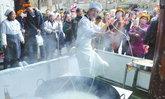 ดังทั่วโซเชียล หนุ่มจีนโชว์ทำบะหมี่พริ้วเกินใคร ลูกค้าแห่ชิมเพียบ