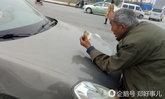 แบบนี้ก็มี ชายแก่ถลาขวางรถขอเงินกลางถนน ไม่ให้ก็ไม่ถอย