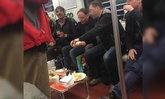 ชาวเน็ตเดือด! ชาวต่างชาติตั้งโต๊ะดื่มเหล้า บนรถไฟฟ้าใต้ดินเซี่ยงไฮ้