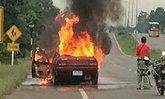 ระทึก! ไฟไหม้รถเก๋ง ร.ต.ท. พ่อแม่ลูกวิ่งหนีตาย