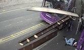 ชายอังกฤษถูกรถบัสชนอย่างจัง ลุกขึ้นได้เดินเข้าบาร์เหล้าเฉย