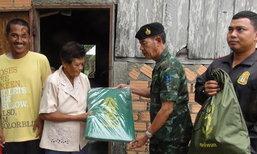 ทหารสตูลช่วยเหลือชาวบ้านประสบวาตภัย