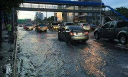 นนทบุรีน้ำยังท่วมขัง-2ร.ร.ใน ซ.สามัคคีหยุด1วัน
