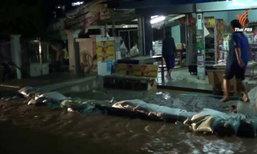 ด่วน! น้ำทะลักท่วมเทศบาลเมืองสุโขทัย ผู้ว่าฯ ระดมกำลังช่วยผู้ประสบภัยตลอดคืน