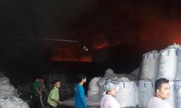 ไฟไหม้โรงงานพลาสติกมหาชัยคุมเพลิงแล้ว-ไร้เจ็บ