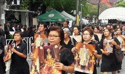 ปชช.ล้นกราบพระบรมศพ-ทั่วไทยจุดเทียนแสดงอาลัยร.9