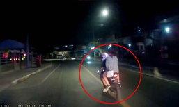 ชาวเน็ตแชร์! หนุ่มแว้นซิ่งปาดหน้ารถกู้ชีพ ถูกแฟนสาวตบหัวจนต้องขับหลบ