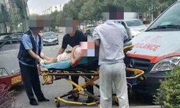 สุดระทึก! สาวขึ้นรถเมล์โดนลวนลาม ขัดขืนกลับถูกแทงคอเลือดพุ่ง