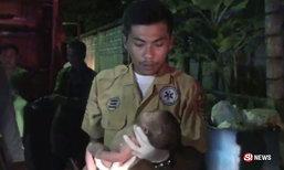 สลดใจ พนักงานเก็บขยะเจอทารกถูกทิ้ง เดชะบุญยังมีลมหายใจ