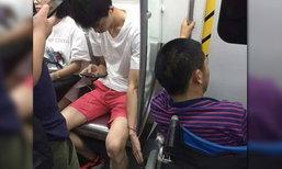 หล่อแถมยังใจดี! หนุ่มจีนเอาเท้าและมือช่วยจับรถเข็นไว้ตลอดทาง