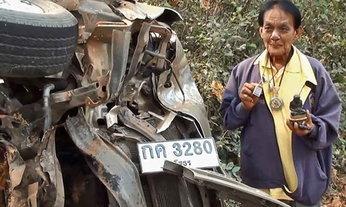 หวิดดับ! รถกระบะชนเสาไฟ คนขับรอด เชื่อเพราะมีพระดี