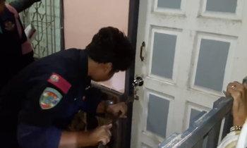 สาวแจ้งกู้ภัยพังประตู หลังเคาะเรียกแฟนไม่เปิด สุดท้ายคดีพลิก!