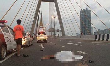 ตำรวจควบบิ๊กไบค์ล้มแฟนกระเด็นถูกรถเหยียบดับ