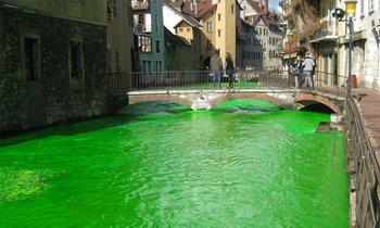 คนฝรั่งเศสตกใจ อยู่ๆ แม่น้ำก็เปลี่ยนเป็น..สีเขียว