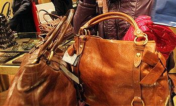 งามหน้า! สาวไทยสลับกระเป๋าปลอมคืนร้าน ขายต่อของแท้ได้เงินเกือบ 40 ล้าน