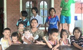 วอนช่วยเหลือ! แม่ลูกดกชาวตรัง ฐานะยากจน มีลูก 15 คน
