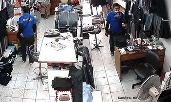 เตือนภัยเมืองกรุง คนร้ายเดินเข้าร้านตัดเสื้อฉกมือถือกลางวันแสกๆ