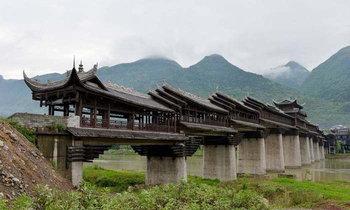 """จีนเปิดให้ชมอีกครั้ง """"สะพานมุงหลังคา"""" ยาวสุดในเอเชีย"""