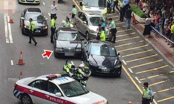 ระทึก! รถหรูจีนซิ่งชน 3 คันรวด ตำรวจไล่ล้อมจับเป็นพรวน