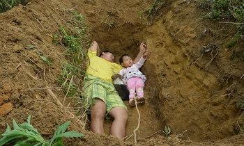 สะเทือนใจ พ่อขุดหลุมพาลูกสาวป่วยธาลัสซิเมียนอนปรับตัวล่วงหน้า