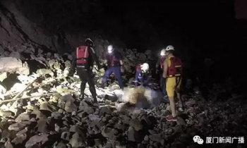 ตำรวจ 5 นายแจ้งกู้ภัยช่วย ติดเกาะอยู่กับศพเน่าเปื่อยหลายชม.